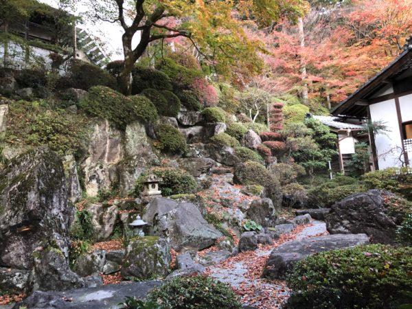 温泉寺庭園「龍紅窟」