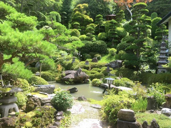 茶庭亀石庭園