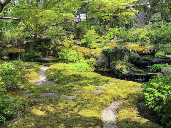 桜井甘精堂 泉石亭庭園